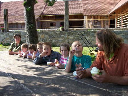 Frances, Bernarda met kinderen (en neefje en nichtjes)