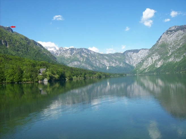 boven (rode pijl) en rond het meer van Bohinj: op prospectie voor gasten!