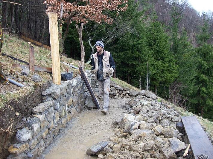 slepen en metsen met oude stenen