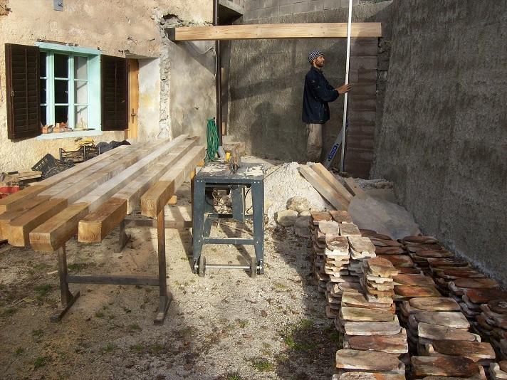 balken en dakpannen aanslepen