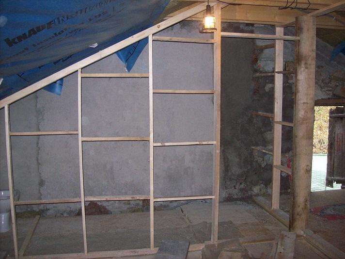 geplakte muren  en frame 2e badkamer