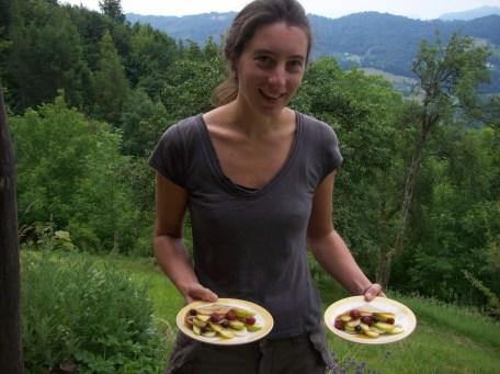 een pannenkoek met fruit op het ontbijtmenu