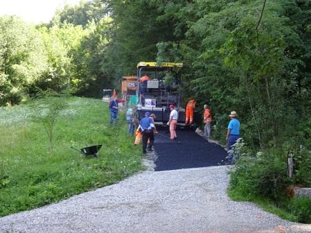 het langbeloofde reepje asfalt